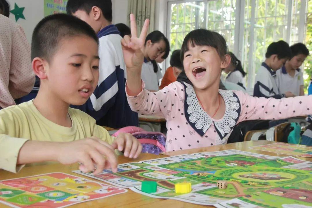 """百特教育X苏州大学,为来苏务工人员子女开设""""童伴公益夏"""